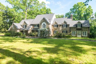 1979 Country Club Dr, Huntingdon Valley, PA 19006